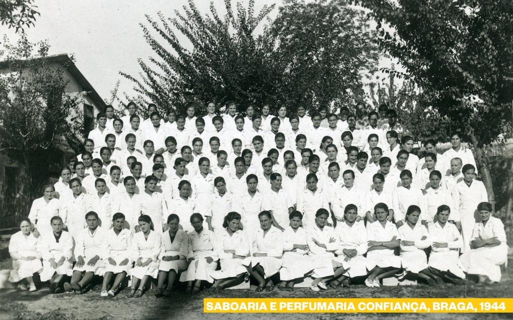 1944_ 112 Operárias2